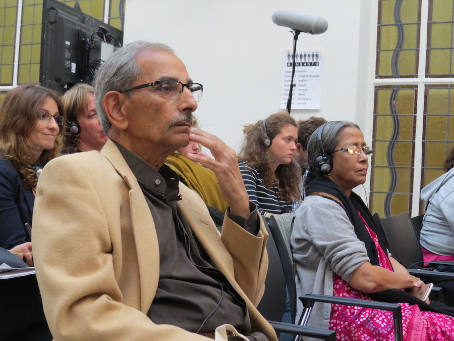 Dr Shiv Chopra listening the lawyers´ statements at the Tribunal.