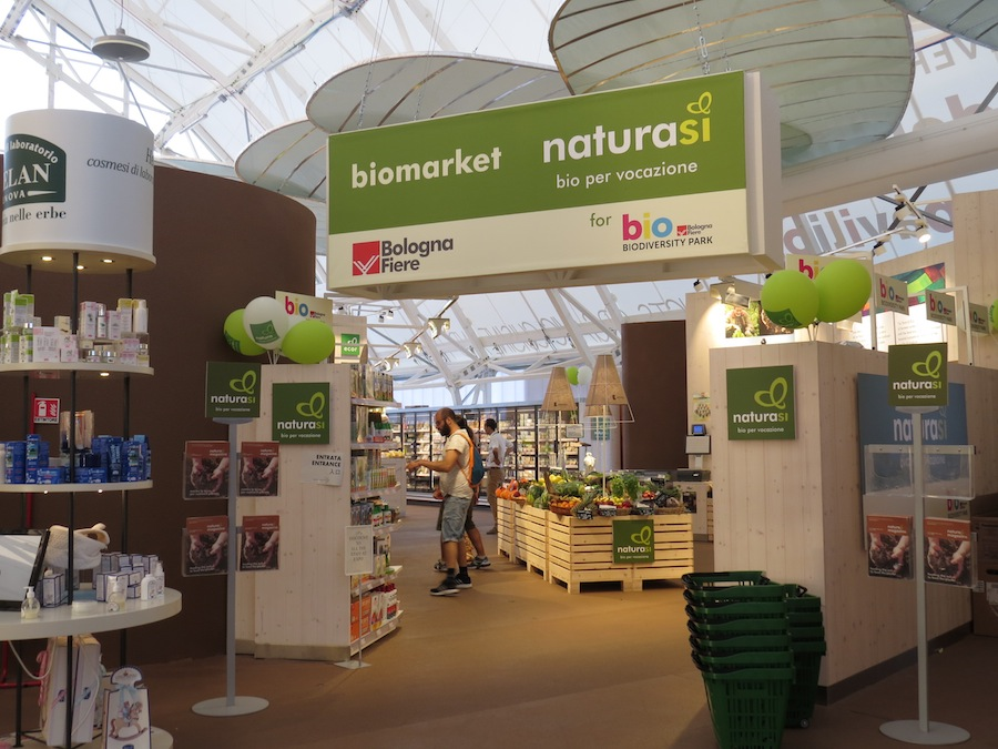 Model shop of NaturaSi the biggest Italian organic supermarket chain. Foto Karin Heinze