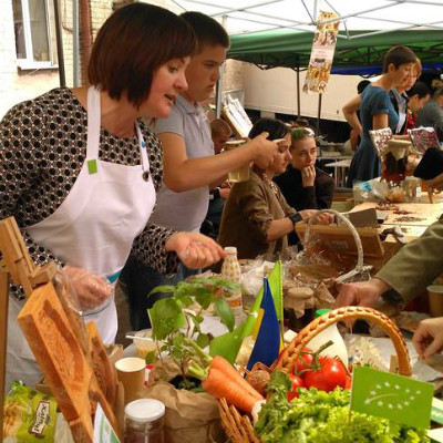 Picture: Ukrainian organic farmers are engaged to inform consumers, media and politicians at numerous farmers markets Märkten and fairs (
