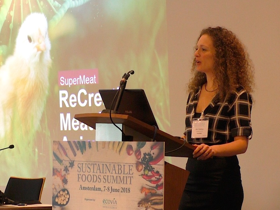 Supermeat is a company from Isreal that started to produce in vitro meat. Shir Friedman Co-CEO of Supermeat presented the advantages of this new method of meat production. Photo Karin Heinze